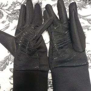 Accessories - Black athletic gloves